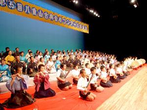110人の合格者が晴れの舞台を踏んだ八重山古典音楽コンクール発表会=17日夕、市民会館大ホール
