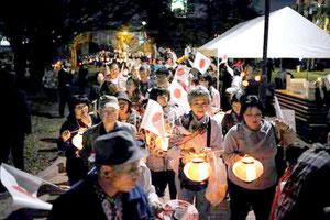 那覇市内で「天皇陛下奉迎提灯大パレード」が行われた(18日、提供写真)
