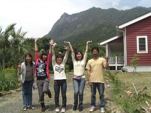 中央の左から松井・小谷・大山さんの3人組
