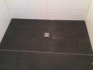 einbau einer begehbaren dusche im bad fliesen fliesenleger gutachter sachverst ndiger g nstig. Black Bedroom Furniture Sets. Home Design Ideas