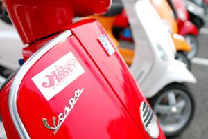 これまで実現が難しいとされていた、メーカーの異なる試乗車を一同に集結させた試乗会が行われた。これを主催したのがJISSFという団体であった