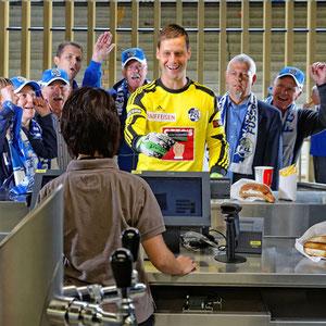 FCL-Torhüter David Zibung wirbt für Migros CashCard