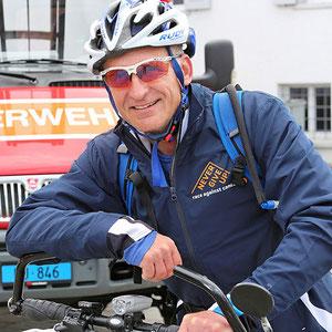 Feuerwehrmann Rudy Pospisil auf der Etappe Zürich Bürkliplatz - Hirzel - Zug - Root - Michaelskreuz.