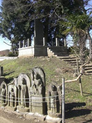 地蔵と間宮林蔵石碑