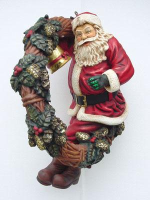 figura de Santa Claus con guirnalda