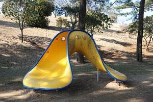 クリーパーは子供専用広場の遊具です