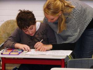 Schulsozialarbeit unterstützt die Schüler bei den Hausaufgaben