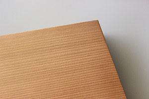 ステイン塗装した重箱のフタの表面