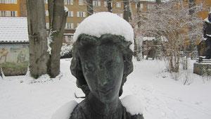 Chloe mit hübscher Schneehaube