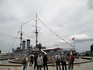 東郷平八郎銅像と戦艦三笠