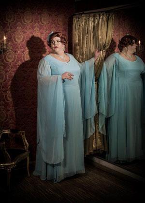 Darina Bouchet, Travestiekünstler, Burlesque, Travestieshow buchen, Burlesque Travestie, Charleston, Old Hollywood Style