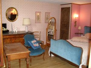 Une des chambres ,lit 2 personnes .
