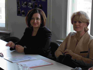Senatorin für Arbeit, Integration und Frauen Dilek Kolat sowie die Staatssekretärin Barbara Loth