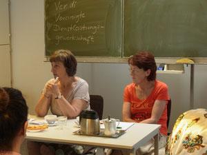 Frau Kanzleiter (li.) und Frau Rißland (re.) bei ihrem Besuch beim TIO