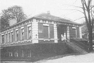 Здание земской больницы. Впрочем, оно было выстроено позже - в 1911 году (фото середины 20-го в.).