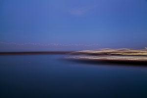 Titel: away, abstrakte Landschaftsfotografie, blaue Stunde