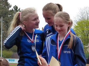 V.l.: Antonia Ciroth, Anna Ueffing und Nike Dangelmeier siegten mit großem Vorsprung in der 3x800-m-Staffel der U14