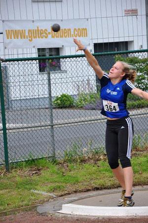 Die 15-jährige Marie Schroer stieß die 3-kg-Kugel 10,28 Meter weit und kam damit auf einen hervorragenden dritten Platz.