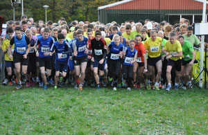Start zum 2. Aaltener Crosslauf: Stefan Ritte (263), Jasmin Nieland (457) und Alicia Südholt (462) starten für das LAZ Rhede