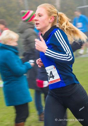 Jasmin Nieland kämpfte hart und lief in 16:47 Minuten auf einen guten 13. Platz der 4,6 km langen Crossstrecke.