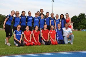 Die erfolgreiche U16-Mannschaft mit ihren Trainern Elli Niehaus, Jürgen Palm und Werner Riedel.