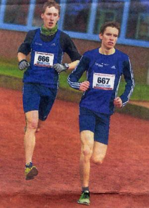Stafan Ritte (links) und Jonathan Kolks vom LAZ Rhede haben sich bereits kurz nach dem Start locker vom Feld gelöst.
