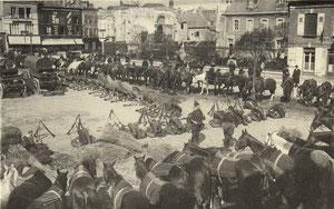 Epernay : place de l'hôtel de ville les troupes stationnent