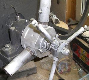 Eigenbau-Pitchregelung in Aluminium und Stahl gefertigt