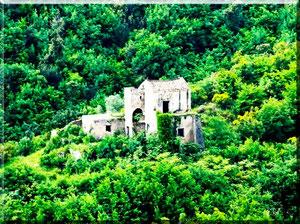 Costa d'Amalfi - Albori, rudere con terreno incolto
