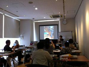 「三鷹iPad研究会」のマドンナ80ウン歳の坂部禮さん 現役講師です 知的好奇心にあふれています