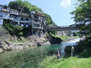 吉田川の清流と新橋
