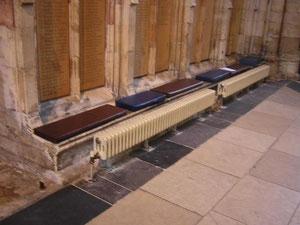 イギリス ヨーク:礼拝堂に設えられたラジエータ(本書 p463)