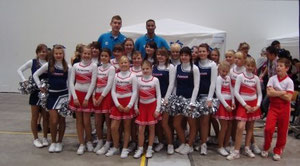 Prinzessinnen mit den Spielern von ALBA Berlin