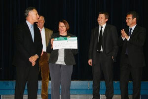 Le don a été remis à Mme Laplagne, présidente de l'association