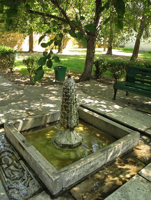 А в этом фонтане можете умыть лицо и заодно сполоснуть свою энергетику :)