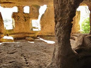 Пещерные дома Чуфут-Кале