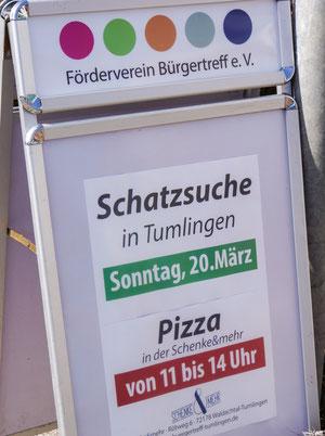 Schatzsuche in Tumlingen. Straßenplakat zur Einkehr in Schenke und mehr.