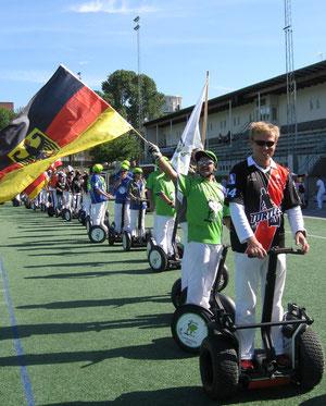 Balve Mammuts (in Grün) haben bei der WozCup-Weltmeisterschaft 2012 in Schweden den Pokal ins Sauerland geholt.