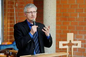 Dr. Jochen Gerlach moderierte den Vortragsabend