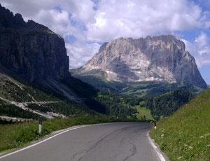 Straße durch die Berge; Alpen; Gipfel; Weg; Ziele erreichen