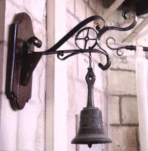 La clochette des Trépassés à l'église Saint-Cyr et Sainte Julitte de Pont-de-Metz