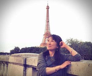 ルノルマンパリツアー パリでエッフェル塔をバッグに