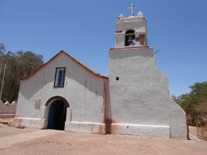 Kirche in San Pedro de Atacama mit einer Decke aus Kaktusholz