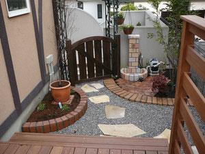 横浜でウッドデッキなら樹楽屋、国内産杉材デッキ20年以上の耐久性、天然無公害木材エステックウッドは樹楽屋へ