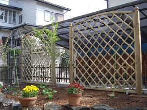 オリジナルデッキやフェンス、オリジナル立水栓、レンガ花壇、レンガテラス、石貼りテラス、は樹楽屋へ