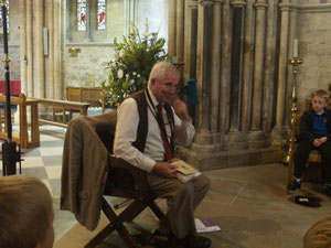 Kevin introduces Arthur in Pershore Abbey