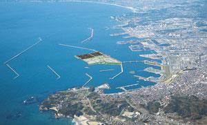 画面中央が小名浜東港となる場所。