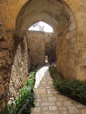 Ров под мостом, ведущим в Цитадель