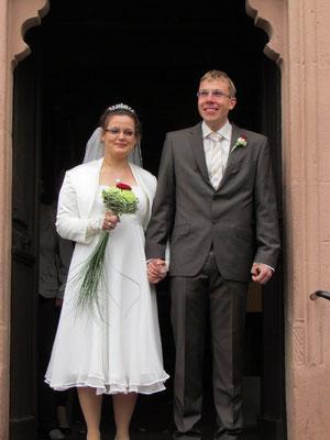 Julia und Sven Bochert vor der Gaisbacher Kapelle