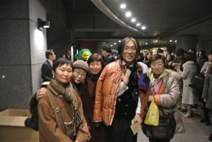 コンサート後出口で挨拶に出てこられた宮川さんを捉まえて